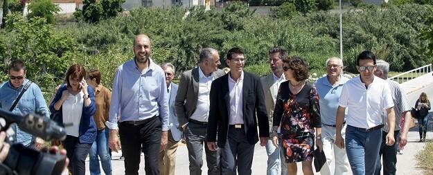 Rodríguez visita las obras realizadas en Manuel a través de los distintos planes de inversión de la Corporación provincial. (Foto-Abulaila).