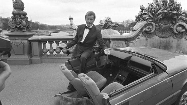 Roger-Moore-10