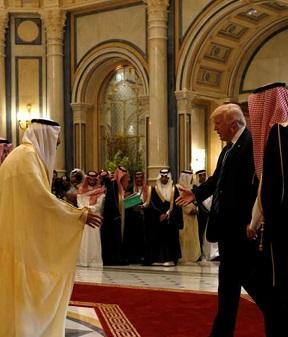 Trump es recibido en Arabia Saudí.