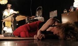 'Síndrhomo', una tragicomedia bizarra y poco higiénica sobre la supervivencia.