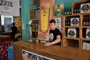 """Bierwinkel organitza amb els cerveceros valencians en tapineria """"Beer & clóchina's party"""" (100) (Small)"""