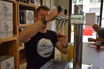 """Bierwinkel organitza amb els cerveceros valencians en tapineria """"Beer & clóchina's party"""" (112) (Small)"""