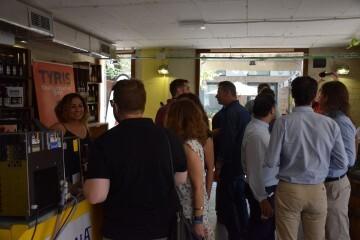 """Bierwinkel organitza amb els cerveceros valencians en tapineria """"Beer & clóchina's party"""" (139) (Small)"""