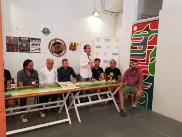 """Bierwinkel organitza amb els cerveceros valencians en tapineria """"Beer & clóchina's party"""" (47) (Small)"""