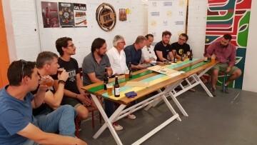 """Bierwinkel organitza amb els cerveceros valencians en tapineria """"Beer & clóchina's party"""" (55) (Small)"""