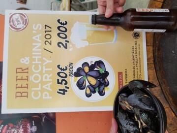 """Bierwinkel organitza amb els cerveceros valencians en tapineria """"Beer & clóchina's party"""" (62) (Small)"""