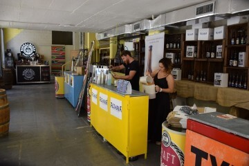 """Bierwinkel organitza amb els cerveceros valencians en tapineria """"Beer & clóchina's party"""" (89) (Small)"""