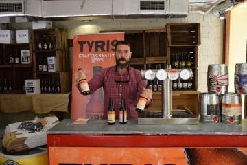 """Bierwinkel organitza amb els cerveceros valencians en tapineria """"Beer & clóchina's party"""" (92) (Small)"""