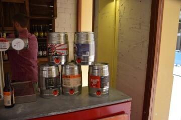 """Bierwinkel organitza amb els cerveceros valencians en tapineria """"Beer & clóchina's party"""" (98) (Small)"""