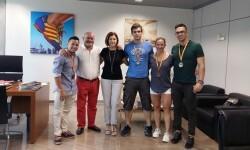 El València Club Halterofilia visita a la concejala de Deportes tras sus recientes éxitos.
