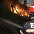 El avance sin control y el viento seco complican la extinción del incendio de la Sierra Calderona.