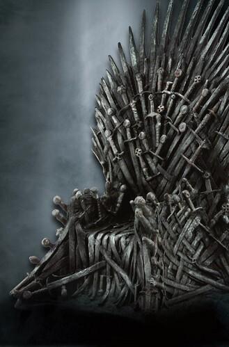 El célebre asiento de la saga 'Juego de Tronos' se instala en Valencia con motivo del inminente estreno de la séptima temporada de la serie.