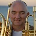 El espectacular trompetista James Morrison debuta en el Festival de Jazz en su única actuación en España.