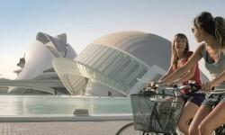El gasto de los turistas extranjeros que visitan la Comunitat Valenciana se incrementa más de un 20 por ciento interanual.