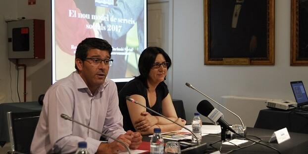 El presidente de la Diputación, Jorge Rodríguez, junto a la diputada de Inclusión Social, Rosa Pérez Garijo.