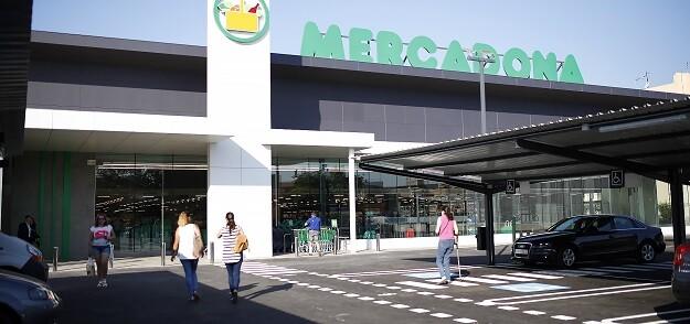Fachada del nuevo supermercado eficiente en Vila real (Castellón).