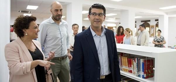 Jorge Rodríguez, el diputado Pablo Seguí y la alcaldesa Mª Amparo Canals. (Foto-Abulaila).
