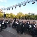 La Banda Municipal, el Orfeón Universitario, buzukis y dolçainers interpetan 'Mediterranies'