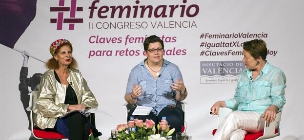La diputada de Igualdad, Isabel García, junto a las ponentes de 'Diálogo, cultura y creación'.