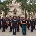 Los agentes de la Policía Local de València ya trabajan con el uniforme que han reivindicado.