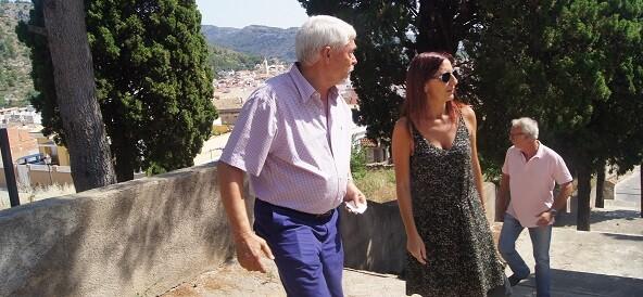 Maria Josep Amigó, Joan Faus y otros regidores durante la visita a Ador.