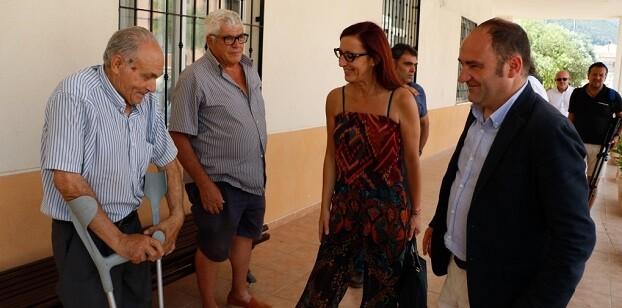 Maria Josep Amigó y Tomàs Ferrandis visitan el Centre Social de Xeresa.