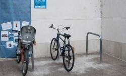 Movilidad Sostenible amplía la red de aparcabicis en seis barrios de la ciudad.