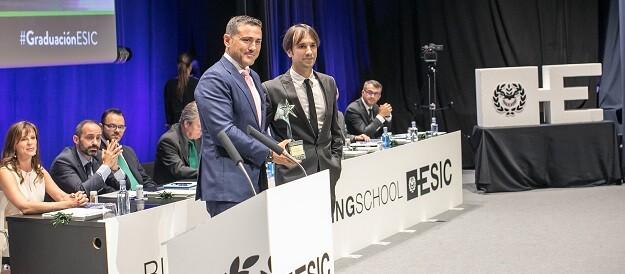 Premio ASTER al Mejor Emprendedor a D. Héctor Badal Rodríguez, cofundador de Yeeply 2