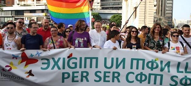Puig y Oltra en la manifestación del Orgullo LGTBI.