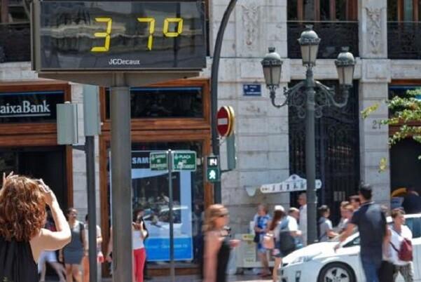Sanidad activa la alerta por calor en zonas de La Vall d'Aiora, La Costera, Ribera Alta, Canal de Navarrés, La Vall d'Albaida, El Comtat, La Safor y Marina Alta.
