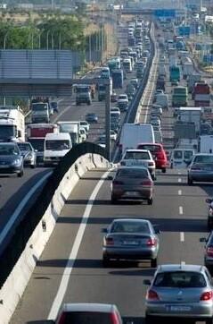 Se inicia una masiva salida de coches esta tarde.