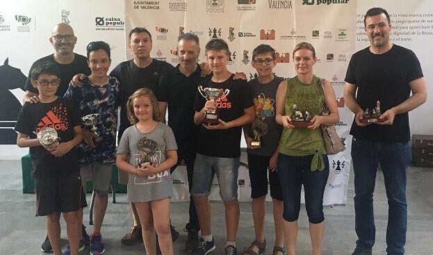 Todos los premiados del torneo.