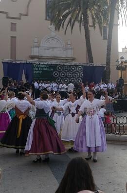 Uno de los grupos participantes en la Trobada de Folklore celebrada en Corbera.