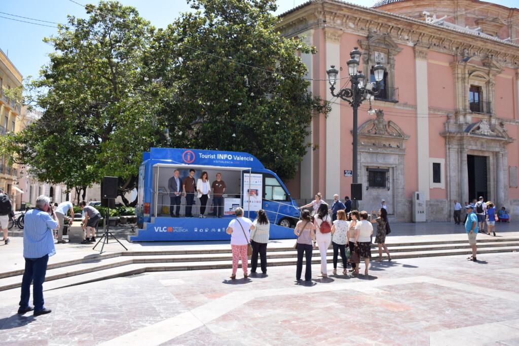 Valencia estrena un Punto Móvilde Información Turística (1)