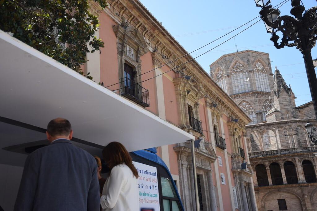 Valencia estrena un Punto Móvilde Información Turística (15)