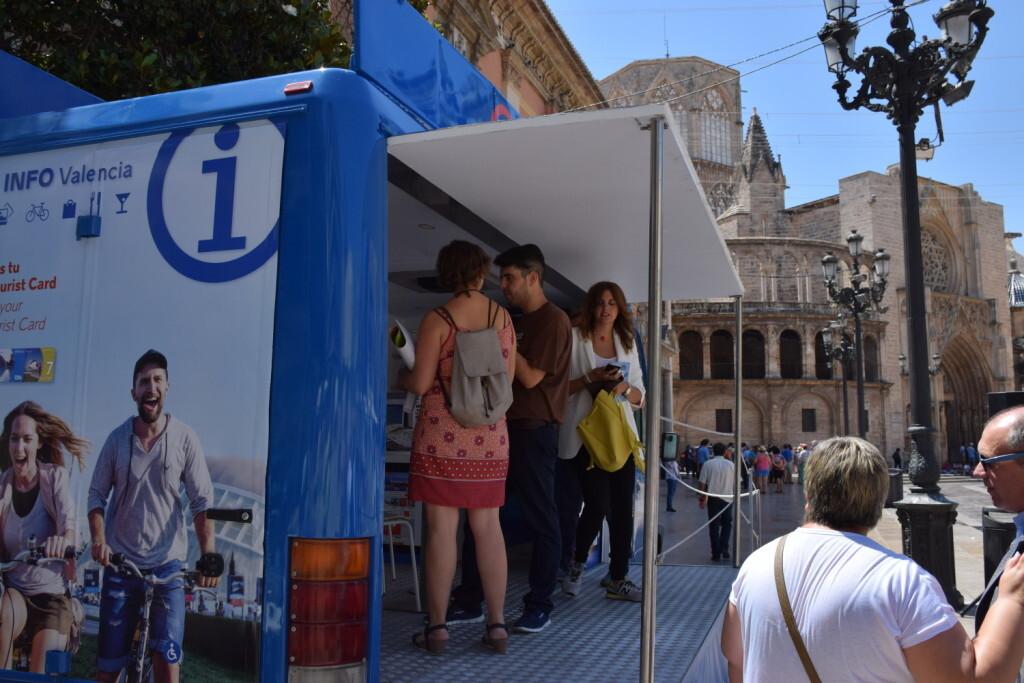 Valencia estrena un Punto Móvilde Información Turística (20)