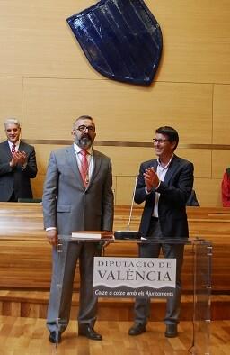 Voro Femenia junto al presidente, Jorge Rodríguez.