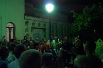 Al romper el alba. Visita nocturna por el Cementerio General de València.