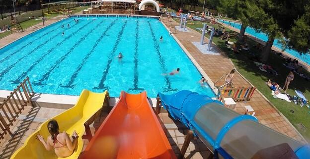 Baño libre, 2.000 plazas en actividades acuáticas y baño recreativo nocturno configuran la oferta de las siete piscinas municipales para el verano 2017.