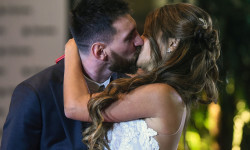 Argentine football star Lionel Messi and bride Antonella Roccuzzo pose for photographers just after their wedding at the City Centre Complex in Rosario, Santa Fe province, Argentina on June 30, 2017.