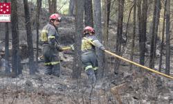 El Consorcio de Bomberos de la Diputación de Castellón coordina hoy a 46 efectivos para controlar el incendio de La Calderona