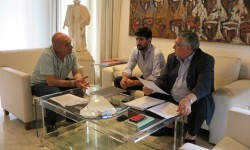 El diputado de Cultura, Xavier Rius, ha mantenido una reunión con el presidente de Lo Rat Penat, Enric Esteve, y Vicent Boluda.