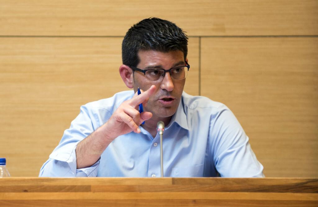 El presidente de la Diputación, Jorge Rodríguez, en el Pleno de la corporación.
