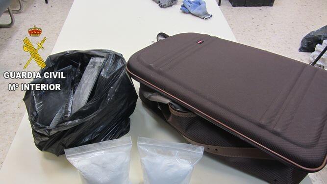 Intervenidos-aeropuerto-cocaina-ocultos-maleta_974013740_117614030_667x375