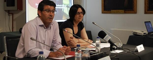 Jorge Rodríguez junto a la diputada Rosa Pérez Garijo.