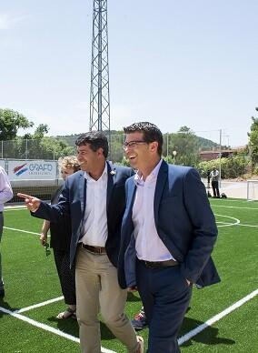 Jorge Rodríguez, visita el nuevo campo de fútbol en el municipio de Olocau.