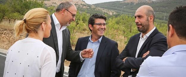 Jorge Rodríguez visita junto al alcalde, Melanio Esteban, el área industrial del municipio de Los Serranos.