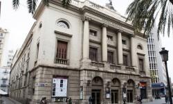 La Diputación invertirá 900.000 euros en la reforma de la fachada y la cubierta del Teatro Principal.