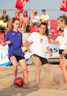 La Playa del Cabanyal de Valencia ha sido el escenario que ha acogido el XXIV Trofeo Ciudad de Valencia de Fútbol Playa.