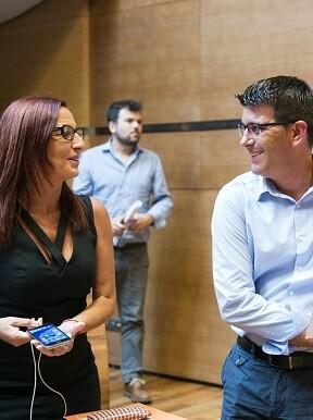 La vicepresidenta, Maria Josep Amigó, y el presidente, Jorge Rodríguez, durante el pleno.